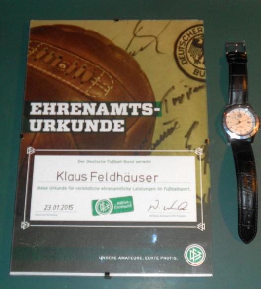 Ehrenamtsurkunde und DFB-Uhr für Klaus Feldhäuser
