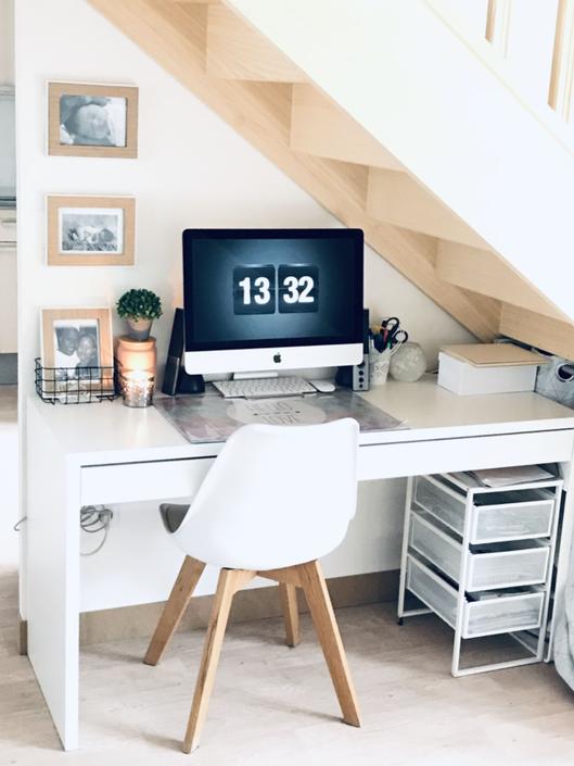 décoration bureau, bureau dans petit espace, inspiration bureau, bureau sous escalier