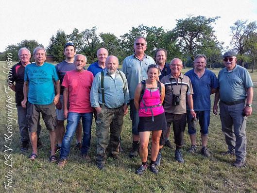 Die Teilnehmer des Waldspaziergangs (Foto: Ute Wild)