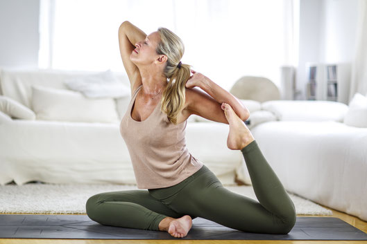 Veronika Rössl mit online Yoga