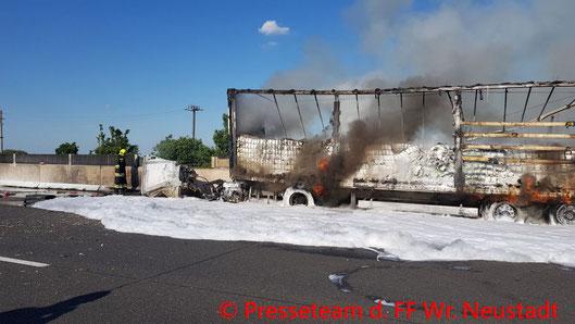 Feuerwehr, Blaulicht, FF Wiener Neustadt, Brand, Unfall, LKW, A2