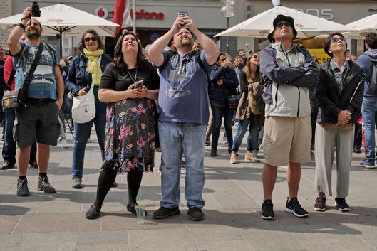 Andreas Maria Schäfer, Fotografiewelten,fotograph1956,Streetfotografie,München,Marienplatz,Glockenspiel,Rathausturm,Touristen,FotografenDSGVO,