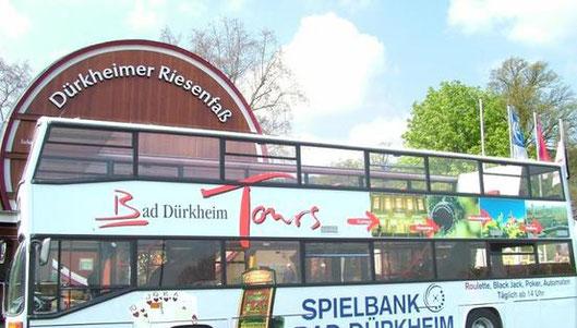 Für unsere Gäste kostenlos: Die Dürkheimer Roundtour mit dem Cabrio-Bus. Fotos: Stadt Bad Dürkheim