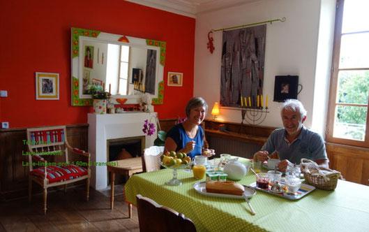 Petit déjeuner copieux dans la maison d'hôtes de charme La Bohème près du Marais poitevin