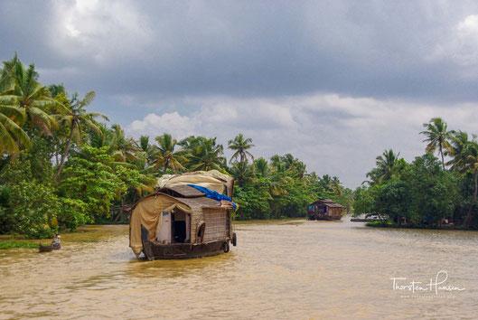 Meine Höhepunkte in Indien: Mit dem Hausboot durch die Kanallandschaft der Backwaters in Kerela Die backwaters sind eine verzweigtes Wasserstrassennetz im Hinterland der Malabarküste in Kerela