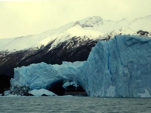 """""""Puente de Hielo"""" del glaciar Perito Moreno en pleno proceso de ruptura. Parque Nacional Los Glaciares, Santa Cruz, Patagonia Argentina. Foto: Marcelo Cora"""