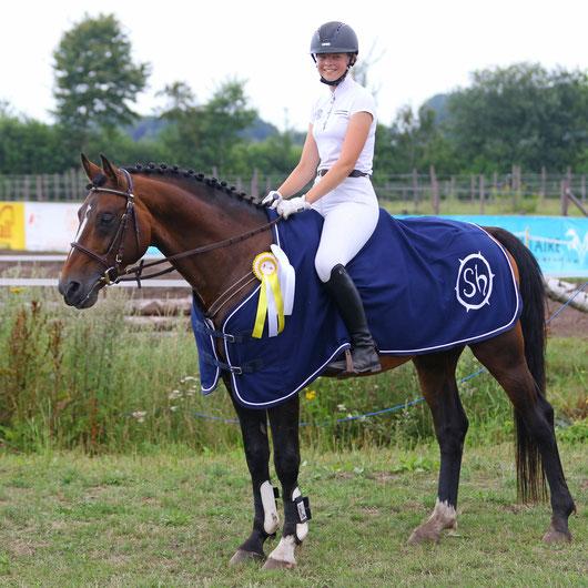 Jugendförderpreis des FSAT e.V. - bester Teilnehmer/beste Teilnehmerin U18 -  Pauline Hartmann (RG Emkendorf-Hexenkroog e.V.) mit den Pferden Veyja HWK und Seven Seas of Love (Bild)