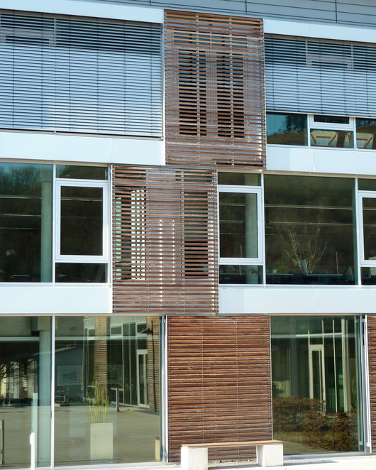 Pfosten-Riegel-Konstruktion inkl. Raffstore und feststehenden Sonnenschutzelementen an der Fachhochschule Südwestfalen, Meschede