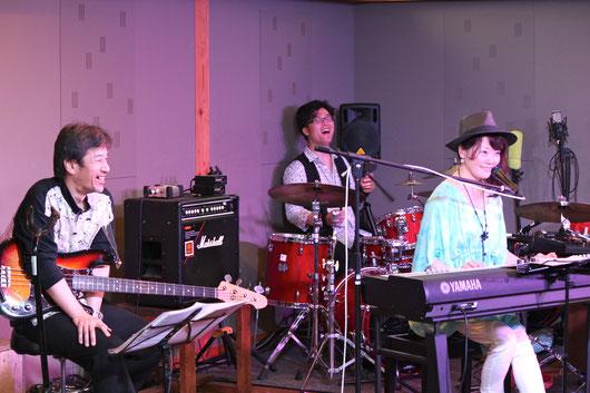 こうしていつまでも、和やかに笑顔で音楽ができますように。 撮影/藤田よし子
