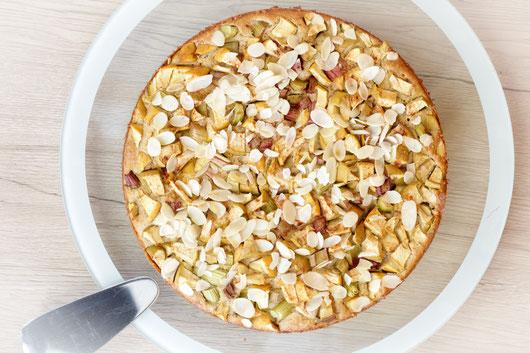 glutunfreier und zuckerfreier Rhabarber-Apfel-Kuchen
