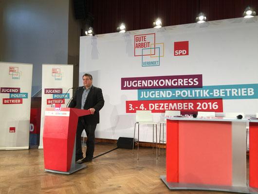 Sigmar Gabriel SPD auf dem Jugendkongress am 03.12.2016 in Berlin. DGB SPD AfA Jusos
