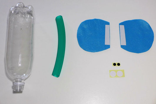 ペットボトル、ホース、フェルトの耳、シールでつくった目を使います