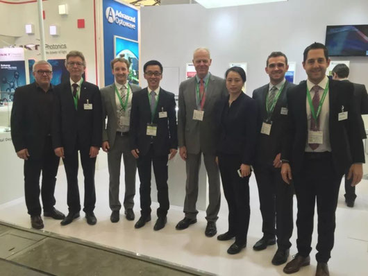 ACunity 在上海光博展   (左四至左六:洪臣;Prof. Dr. Reinhart Poprawe;李俐群教授)