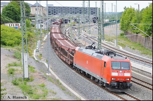 Umleitungen bieten eine gute Gelegenheit auch in Chemnitz Hbf. mal ein paar Güterzüge zu sehen. Am 23. Mai 2015 verlässt der GA 52813 um Zuglok 185 172-4 den Hbf. gen Zwickau
