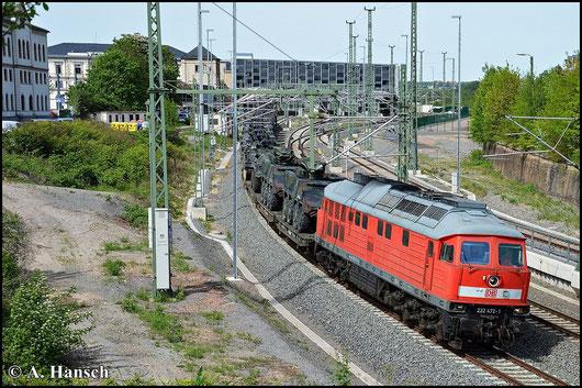 232 472-1 wuchtet am 11. Mai 2015 einen Militärzug aus Marienberg kommend durch Chemnitz Hbf. in Richtung Zwickau