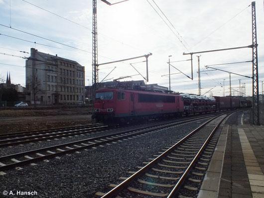 Zu den inzwischen wenigen regelmäßigen Güterzügen durch Chemnitz Hbf. gehört der samstägliche Mischer, dem meist eine BR 155 vorgespannt ist. Am 8. Februar 2014 zieht 155 128-2 die Fuhre