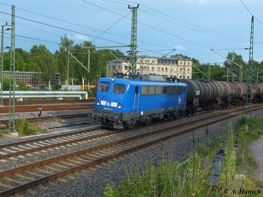 Am 15. Juni 2013 wird der PRESS-Kesselzug über Chemnitz umgeleitet. Zuglok war 140 834-3 (140 042-4 der PRESS). 204 314-9 (204 016-0 der PRESS) lief am Zugschluss mit. Hier passiert die Fuhre das AW Chemnitz