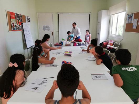 قدّم للأطفال دروساً ونشاطات تربوية ورياضية لمساعدتهم على تخطّي الصدمات