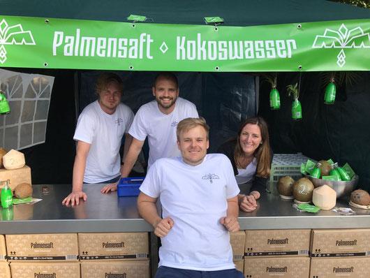 Das Team des Kokoswasser StartUps auf dem Vegan Street Day 2017 in Stuttgart