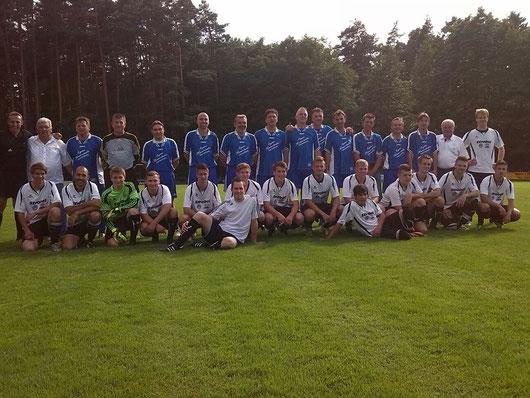 Die ASV Altstart gemeinsam mit den Herren des ASV. Ganz links oben die beiden Trainer: T. Strobel u. B. Franz