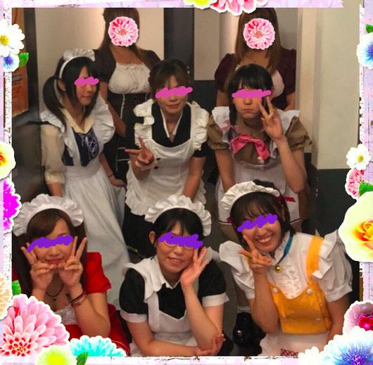 メイド服も色とりどりで 色々とあるんだねぇ~(*´艸`*)ァハ♪