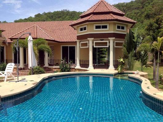 Hua Hin: Große Hillside Poolvilla (4 Sz) in bester Lage