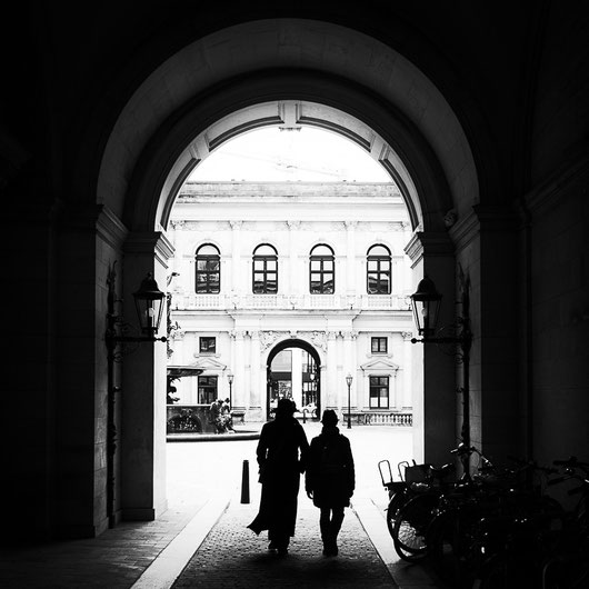 streetphotography hamburg old stock exchange