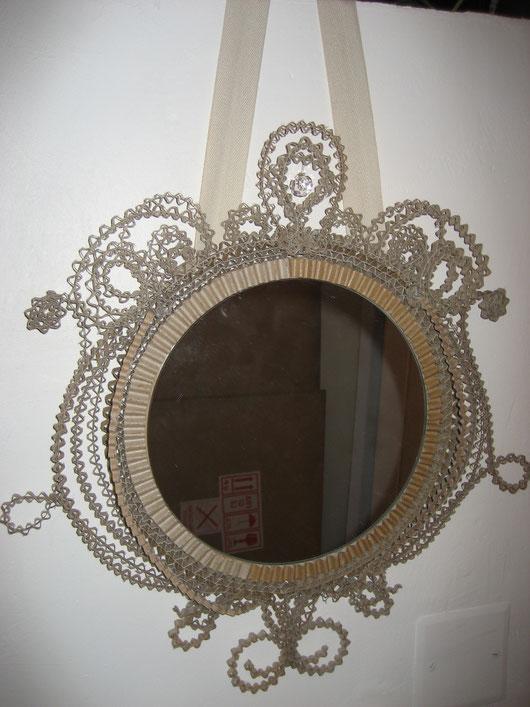 Miroir rond en dentelle de carton