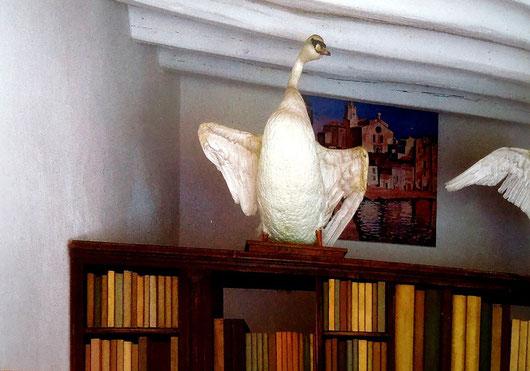 Лебеди, отражающиеся в слонах - история создания картины
