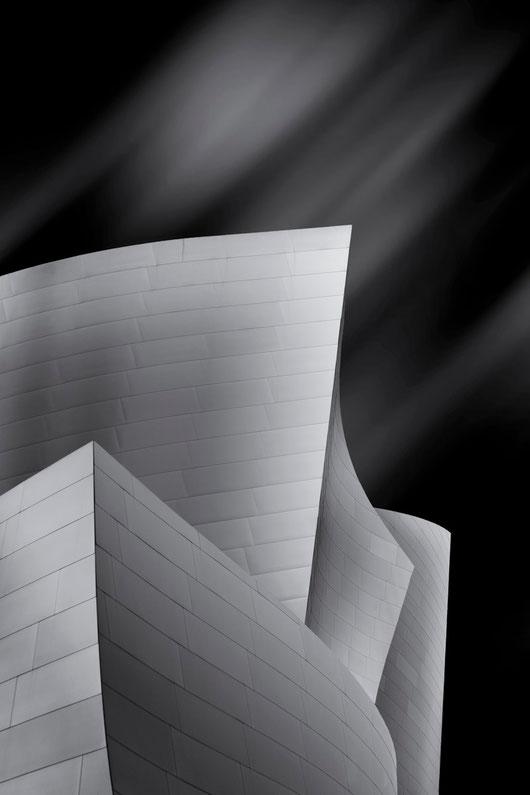 Frank Gehrys Walt Disney Concert Hall #1 (Copyright Martin Schmidt, Fotograf für Schwarz-Weiß Fine-Art Architektur- und Landschaftsfotografie aus Nürnberg)