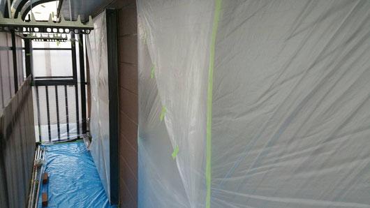 養老町、大垣市、平田町、南濃町、海津町、上石津町、輪之内町で外壁塗装工事中の外壁塗装工事専門店。養老町大西小倉で外壁塗装/外壁塗装工事のビニール養生作業中