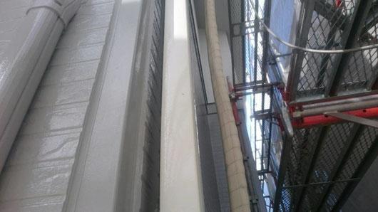 養老町、大垣市、平田町、南濃町、海津町、上石津町、輪之内町で外壁塗装工事中の外壁塗装専門店。養老町大場で外壁塗装/外壁塗装工事の付帯の塗装作業中