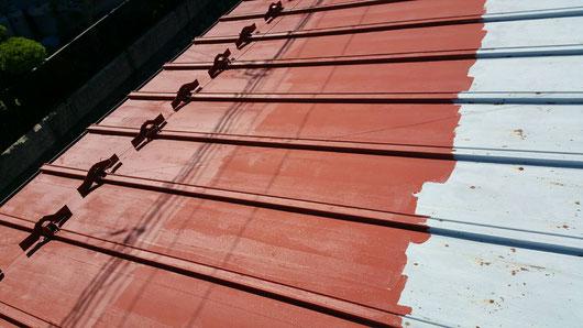 養老町、大垣市、平田町、南濃町、海津町、上石津町、輪之内町で屋根塗装工事中の屋根塗装工事専門店。養老町宇田で屋根塗装工事/下塗り塗装作業中