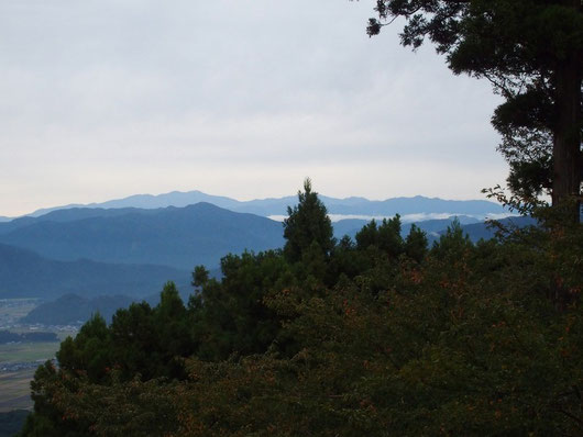 久しぶりに見る白山と手前には雲海。もうじきに冠雪した白山も見られそう。