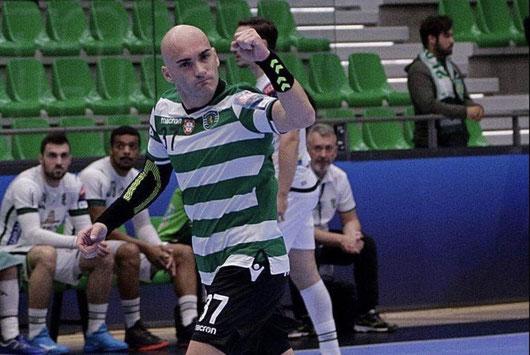 El internacional serbio celebrando un gol con el Sporting de Portugal