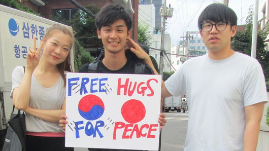 Free hugs for peace between Korea and Japan