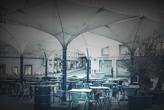 "2020-03-13: The outdoor dining area of the restaurant ""Szene Salzburg"""