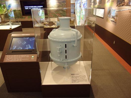 結晶缶 模型