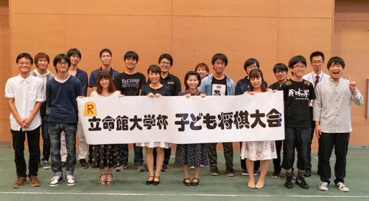 立命館大学将棋研究会は、将棋のたのしさを子どもたちにと、大会を主催しています。