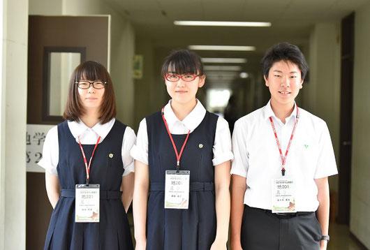 左から 秋田莉英さん(3年)、斎藤桃子さん(3年)、佐々木勇太くん(3年)