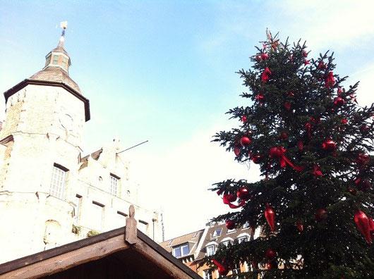 アドヴェントの期間になると街もクリスマス一色になる