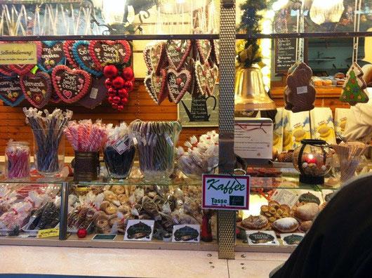 かわいいお菓子が並ぶ屋台