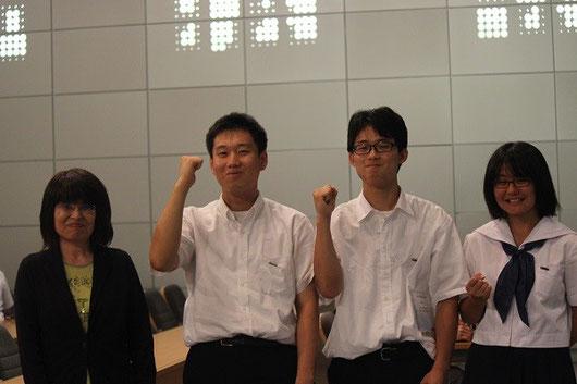 左から2番目が綾部将典君(3年)