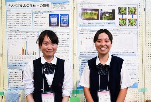 左から 佐々木結花さん(3年)、蔭山杏実さん(3年)