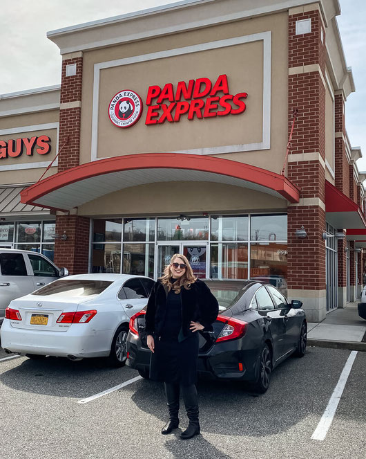 Love Panda Express? Hear about restaurant menu changes, including lower sodium recipes, lower sugar & a plan to remove artificial colors in food—and artificial flavoring, too. #ad @pandaexpress #restaurantfood #fastfood #sodium #addedsugar #hfcs #takeout