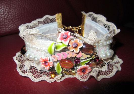 Bracelet romantique en dentelle