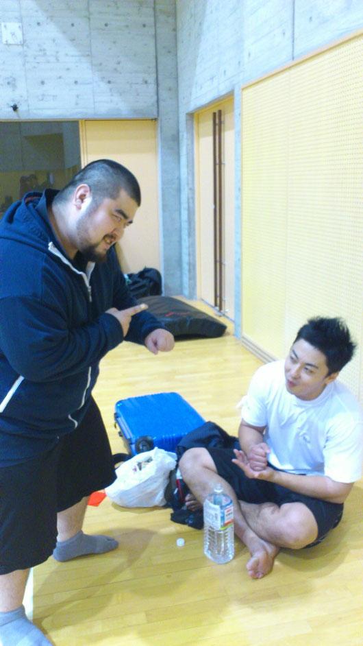 佐藤選手に秘策を授ける一色(笑)