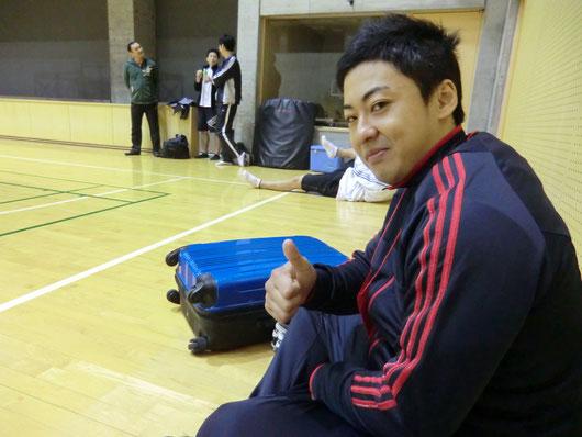 アップ場で試合直前、気合十分の佐藤選手