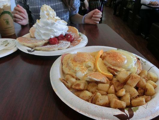 パンケーキの有名店「Eggs 'n Things」で大食い