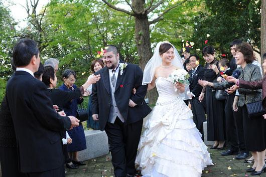 皆さんに祝福される一色と嫁